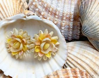 1940's Tiny Shell Flower Screw Back Earrings - Summer - Delicate - Feminine
