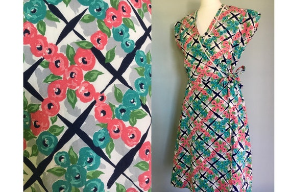 Original 1940's cotton wrap dress.  Rose print vin