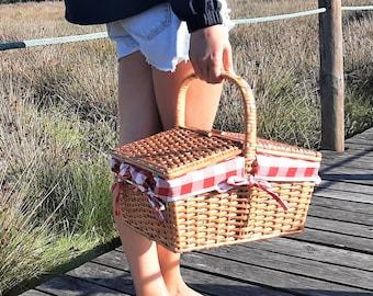 Wicker Picnic Basket / Picnic Basket with Lid / Camping Basket / Outdoor Basket / Farmhouse Basket / Boho Picnic Basket