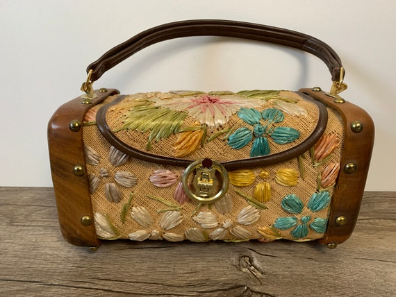vintage 60s floral straw and wood bag//cabana wove