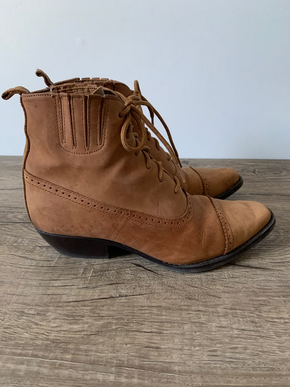 vintage Maine Woods tan leather booties//lace up 8
