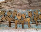 Vintage brass keys, set of 15 Old Keys, Antique Keys, Vintage keys decor set, Assorted Key Set, old rare house keys, antique key for decor
