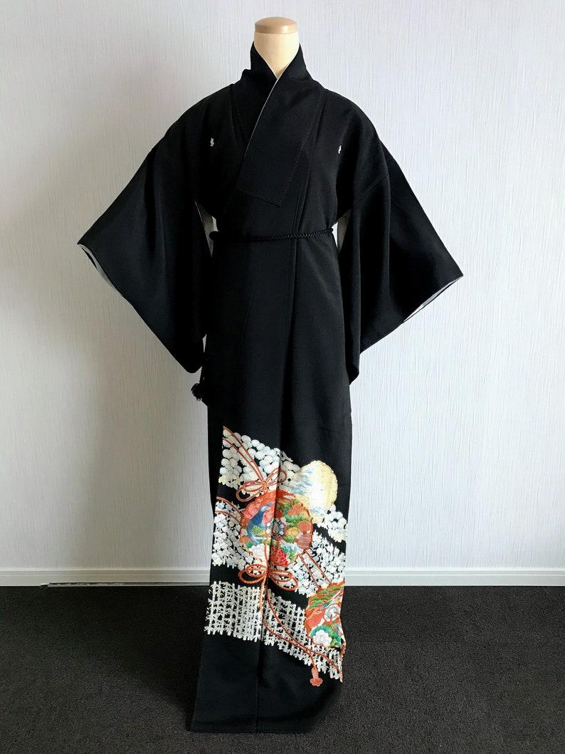Kuro tomesode with Beautiful flowers Vintage Japanese kimono