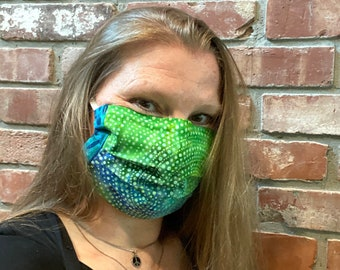 COSMIC Quilters cotton 2-ply face mask with nose wire and filter pocket in bright green with dots