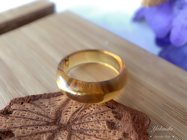 No072 Natural  amber ring,Gift,jade,only one