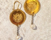 Handcrafted earrings in brass bathed in gold.  Pendant with gorgon and stone and pearl pendant