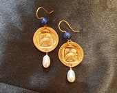 Brass earrings with gold bath. Decorated with the athena owl and stone in lapis lazuli with hanging pearl