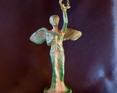 Reproduction bronze statue representing the Victory on a high scale.height 16 cm