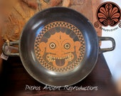 Reproduction vase Kylix attica in black figures, decorated with central gorgon. Diameter 23.5 cm