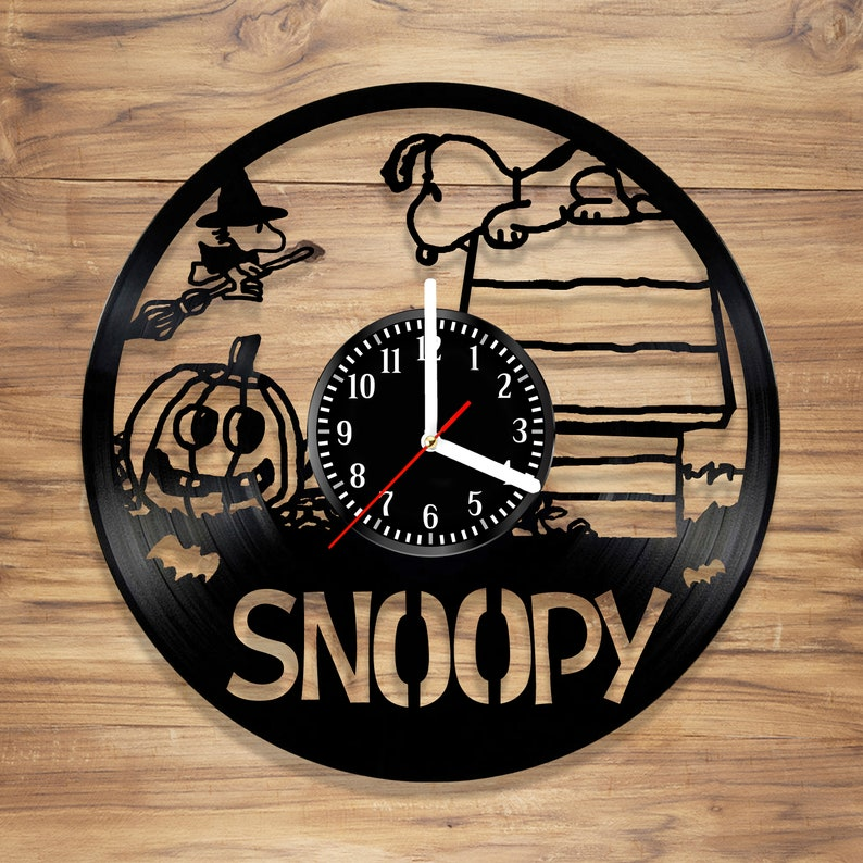 12 inches Snoopy Vinyl Wall Clock Charlie Brown Cartoon The Peanuts Movie Perfect Art Decorate Home Style Unique Gift idea for Him Her