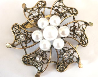 gold Brooch With Pearls And Diamante 60mm