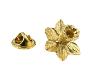 Welsh Daffodil Flower 3d English Gold Plated Pewter pin badge/ lapel badge