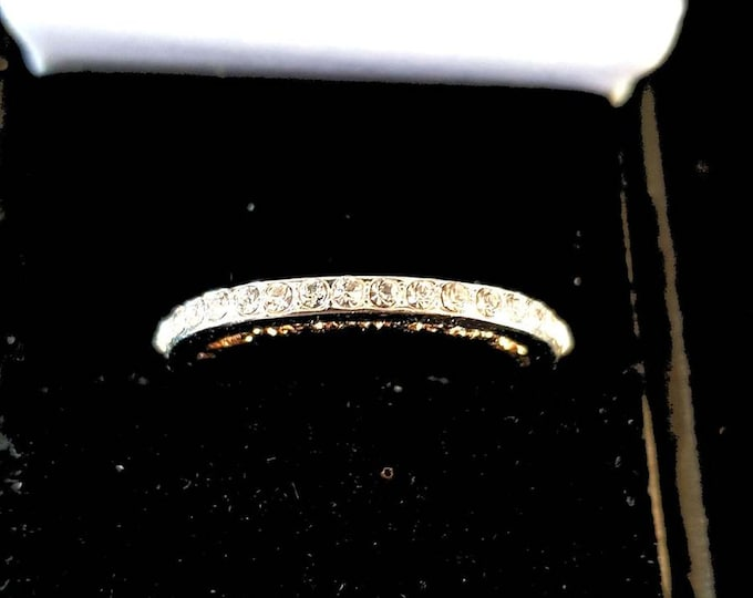 diamond and gold ring    comes in gift box