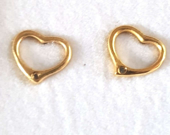 per pair 9krt gold heart studs earrings  with butterfly clips comes in gift box