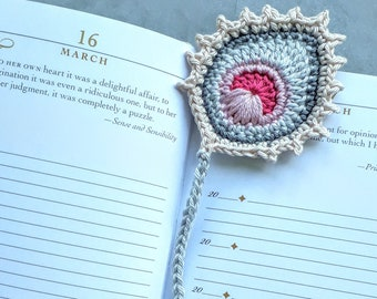 Bookmark PFAUENFEDER pink - crocheted, gift for readers