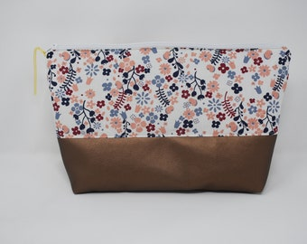 Toiletry bag - flower meadow white/red/marine