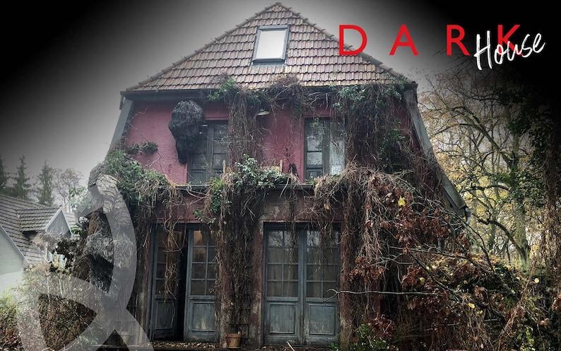 Netflix DARK Dach-Ziegel  Main Perspective  image 0