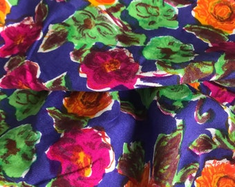 Vintage floral fabric / 80s/90s floral cotton dress fabric priced per half metre and measures 140cm wide