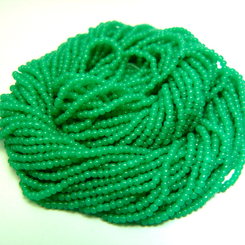 GREASY JADE GREEN Opal Size 130 Czech Seed Beads Colorfast Translucent Glass Seed Beads Rocailles Full Hank