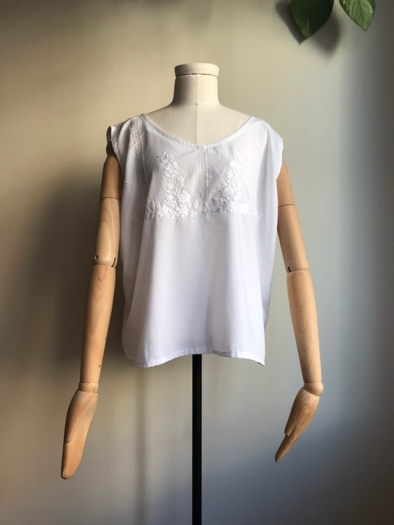 Vintage Hungarian Folk Top / White Embroidered Hun