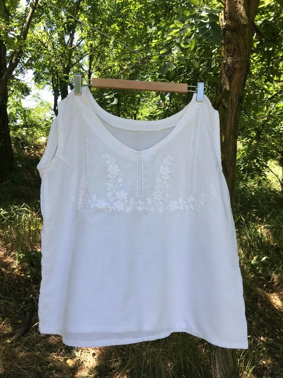 Vintage Hungarian Folk Shirt/ White Embroidered Hu