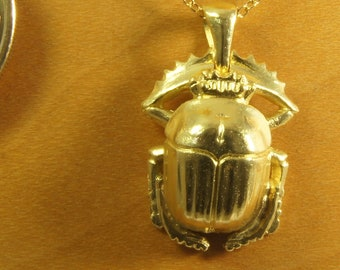 Scarab pendant in gold 750/000