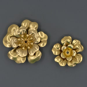 Setting 3-D 2 Complete Flowers Riveted