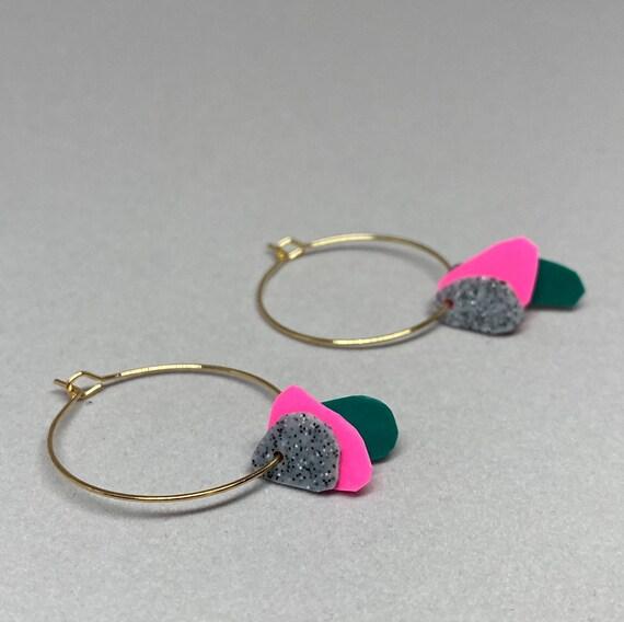 Hoop earrings with pink, green and asphalt grey flakes