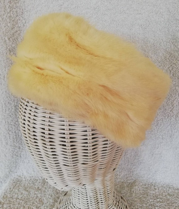 Elsa Schiaparelli Cream Fur Pillbox Hat
