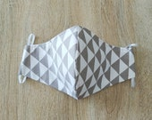 Face mask in cotton fabric, 2 layers, with elastic. WOMAN size, grey off-white triangle pattern
