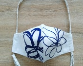 Face mask in cotton fabric, 2 layers, with elastic only. WOMAN size, white background blue flower pattern