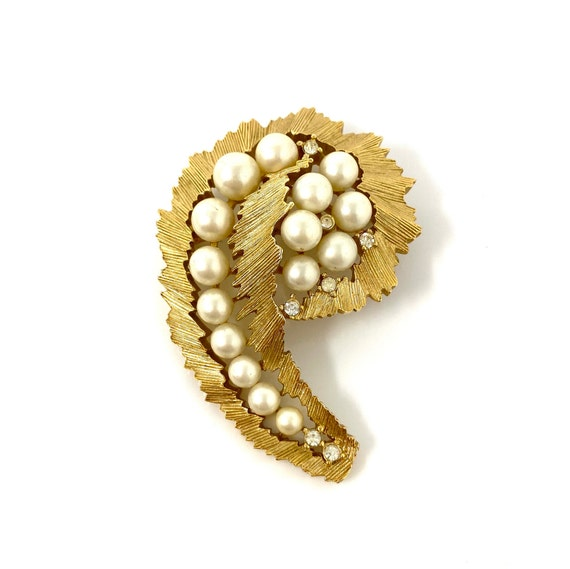 Vintage Trifari Gold Pearl & Rhinestone Brooch Pin - image 4