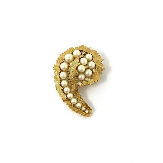 Vintage Trifari Gold Pearl & Rhinestone Brooch Pin - image 2