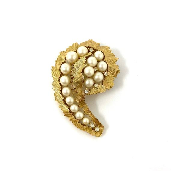 Vintage Trifari Gold Pearl & Rhinestone Brooch Pin - image 1