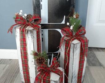 Farmhouse rustic faux wood presents. Christmas porch decor . Primitive Christmas decor. Farmhouse outdoor decor. Mantle 4×4 wooden presents.