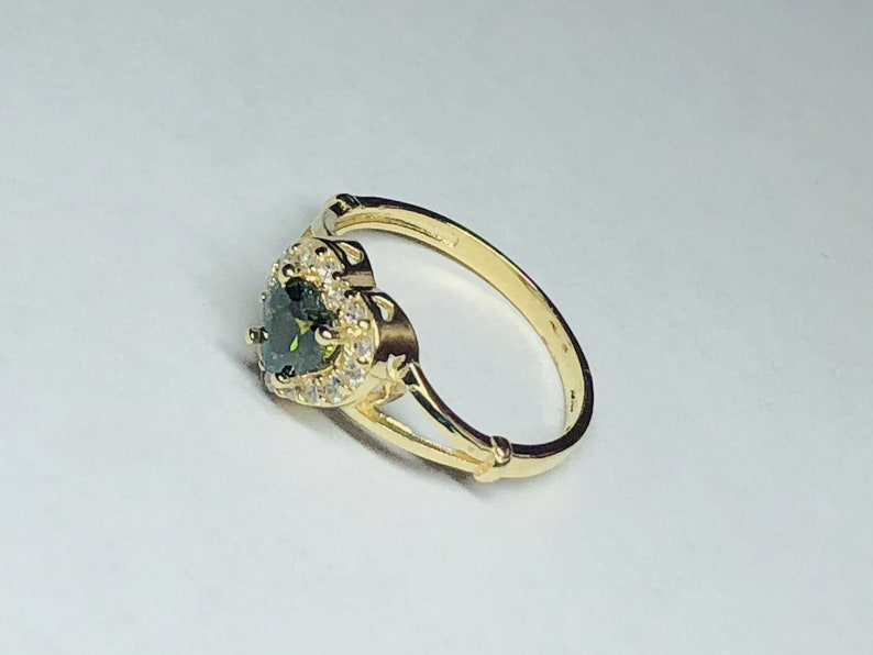 Gorgeous Green and White Heart Ring 10k Solid Gold