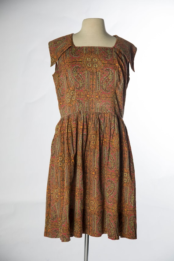 Lovely 1960s Red Brown Paisley Print Sleeveless C… - image 2