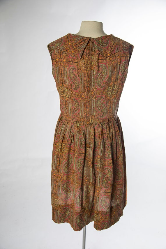 Lovely 1960s Red Brown Paisley Print Sleeveless C… - image 6