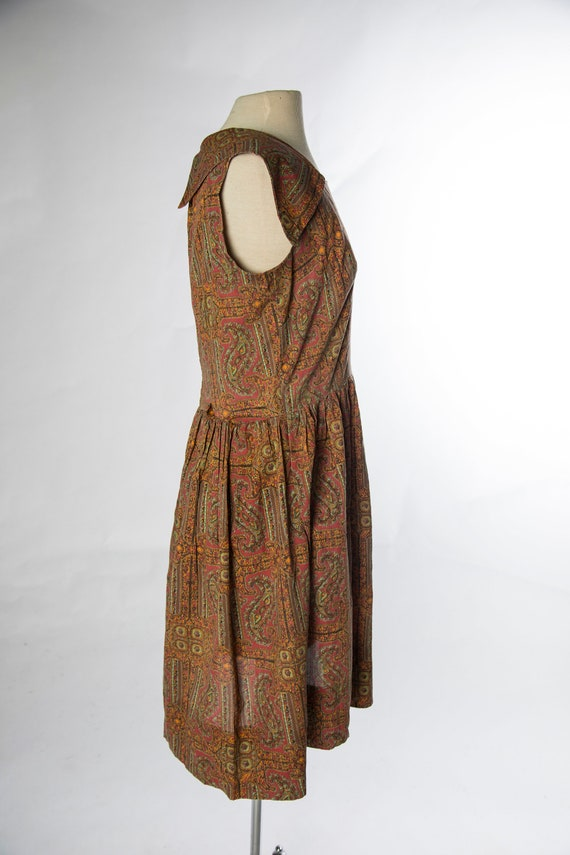 Lovely 1960s Red Brown Paisley Print Sleeveless C… - image 5