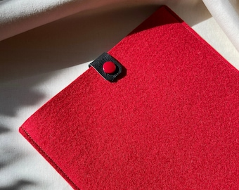 CUSTOM Size and Color Wool Felt /& Leather Laptop Sleeve Protective and Cushioned Sleeve Minimalist Envelope Design Button Closure
