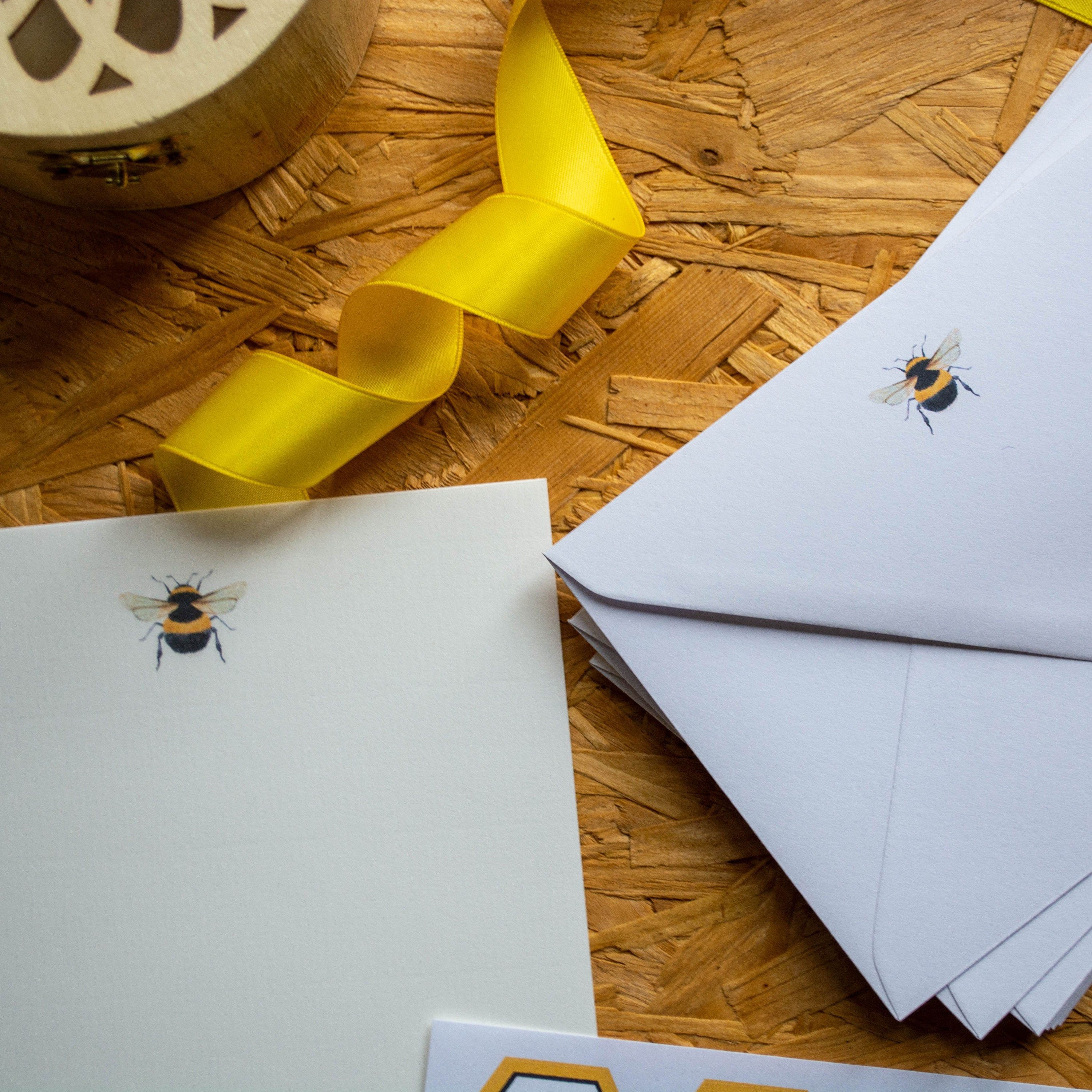 Notecards in Luxury Gift Box Writing Paper Bumble Bee Writing Set Nature Lover Gift for Christmas Envelopes Letter Seal Stickers