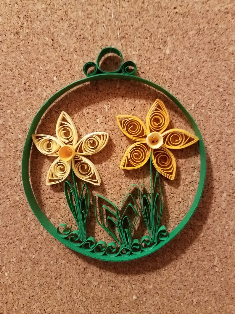 Quilled Daffodils in Round Design
