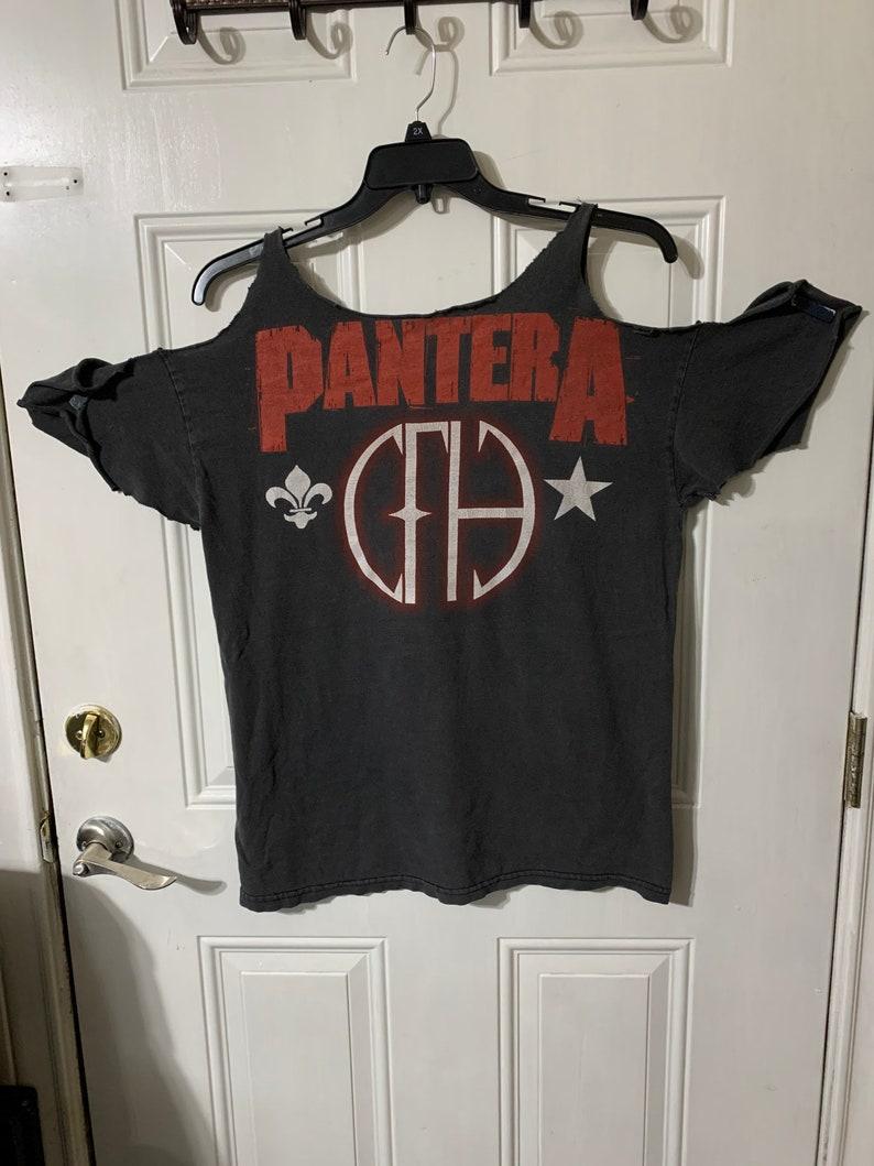 Vintage  off shoulders Distressed Pantera Concert Tour T-shirt  Size L.