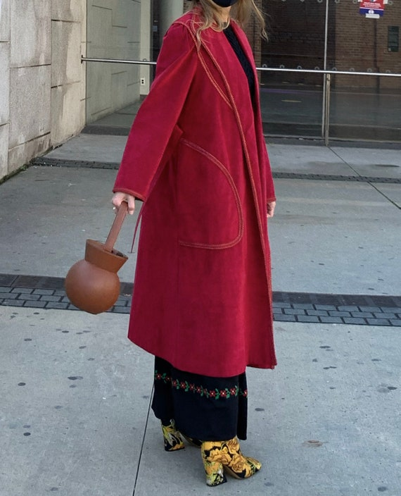 VINTAGE 1970s Suede Trench Coat — Vintage red sue… - image 7