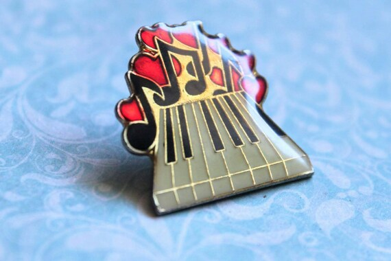 Pin's - Piano, music, heart. Vintage resin pines.