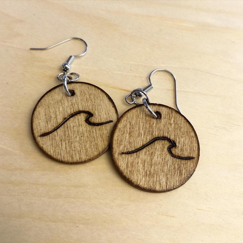 Mini wooden wave earrings