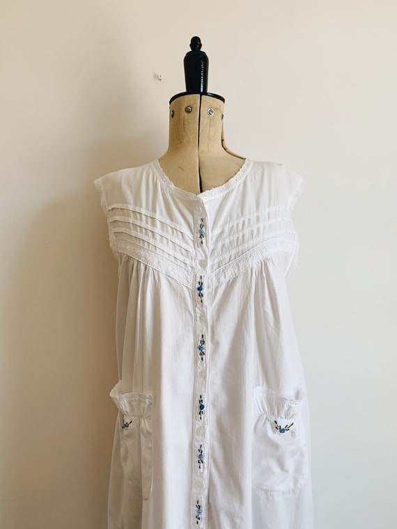 Cotton ruffle nightdress - image 3