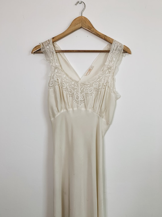 1920s Lace cream Nightdress
