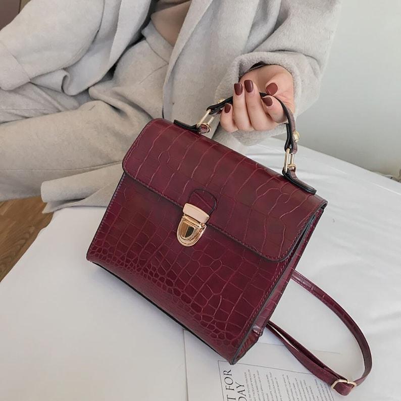 Women Vintage Crocodile Pattern Bag  Wild Shoulder Bag  image 0