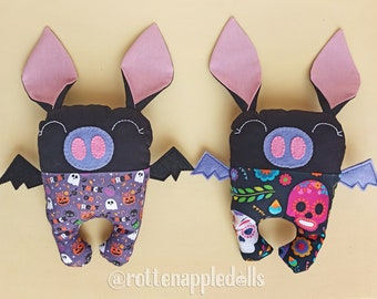 Bat plushie. Stuffed bat suitable for babies. Goth plush bat. Cute bat. Kawaii bat. Halloween bat. Rag doll.  Creepy cute gothic